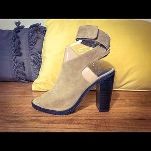Kelsi Dagger Brooklyn heels size 10